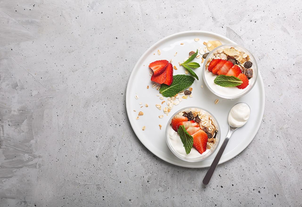 Foto Joghurt Frühstück Schüssel Erdbeeren Müsli Löffel das Essen Lebensmittel