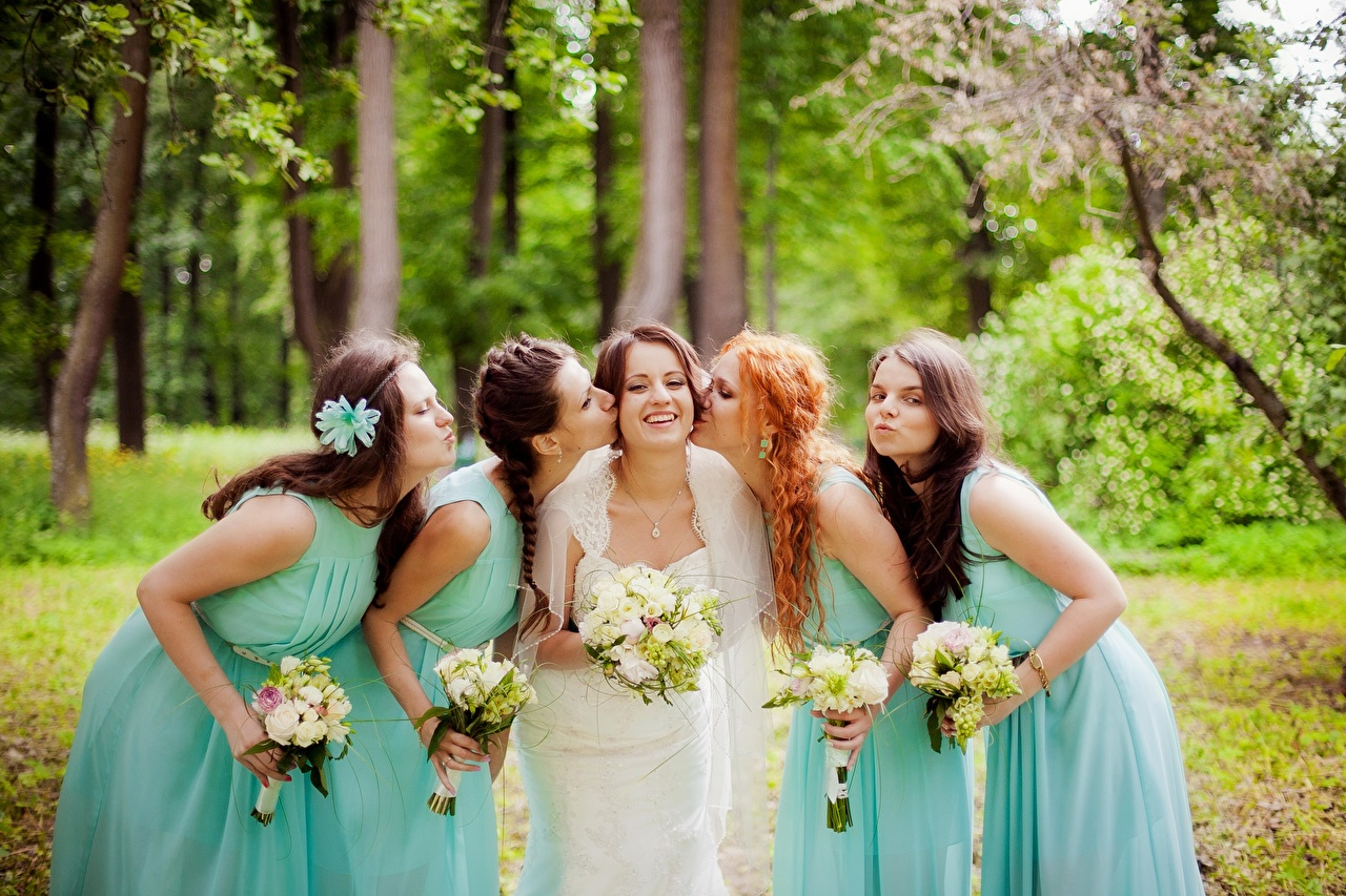 Wallpaper brides Wedding Redhead girl Brown haired Smile Kiss Bouquets female Hands gown noces Bride marriage kisses bouquet kissing Girls young woman frock Dress