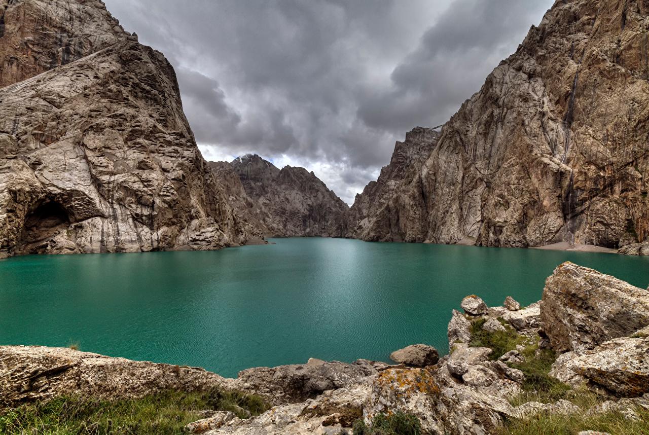 Lago Montanhas Lake Kel Suu, Kyrgyzstan Rocha montanha, penhasco Naturaleza