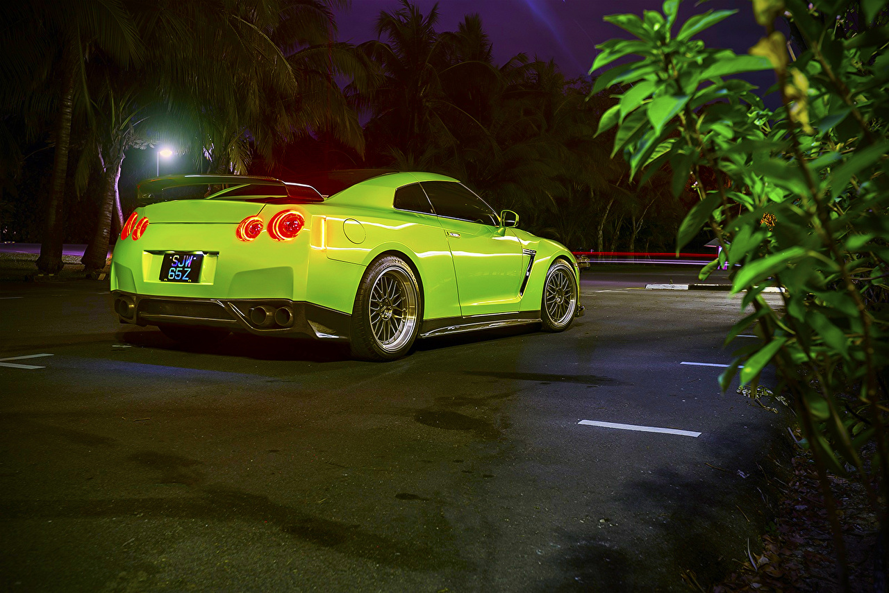 Picture Nissan R35 GTR Tomei 1400HP Yellow green Back view automobile lime color Cars auto