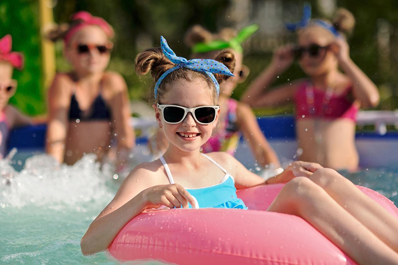 Pictures Little girls Swimming bath Children eyeglasses Glance Pools child Glasses Staring