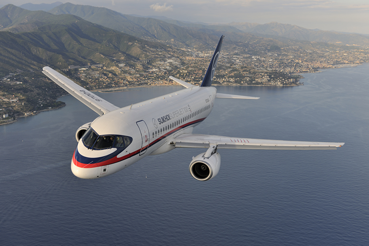 Foto Vliegtuigen Passagiersvliegtuig Russische Sukhoi Superjet 100 Vlucht Luchtvaart vliegtuig vliegende