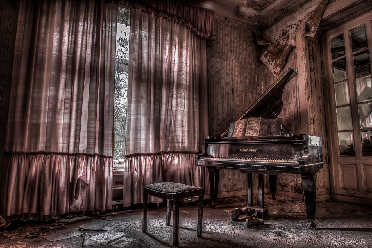 Immagine Pianoforte a coda Pianoforte HDR d'epoca Interno la stanza camera Tende Rétro vintage