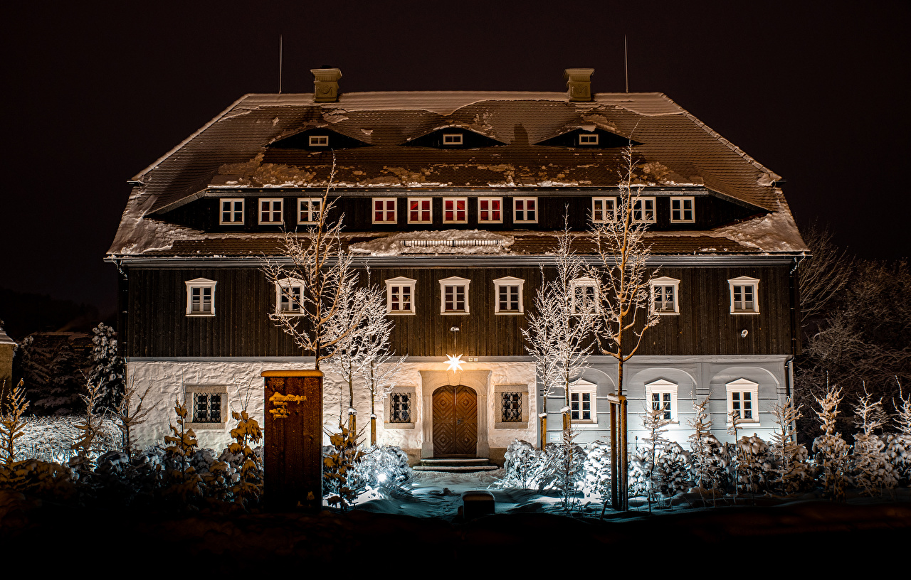 Achtergronden bureaublad Oostenrijk Winter Sneeuw Herenhuis Nacht Huizen Steden Ontwerp gebouw gebouwen een stad