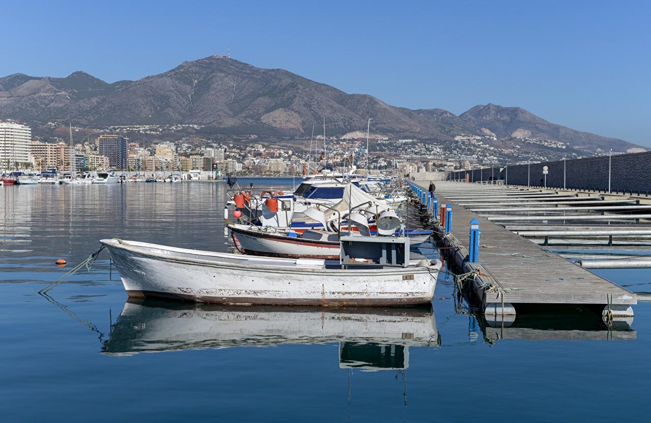 Bilder von Spanien Fuengirola Harbour Boot Motorboot Bootssteg Städte Seebrücke Schiffsanleger