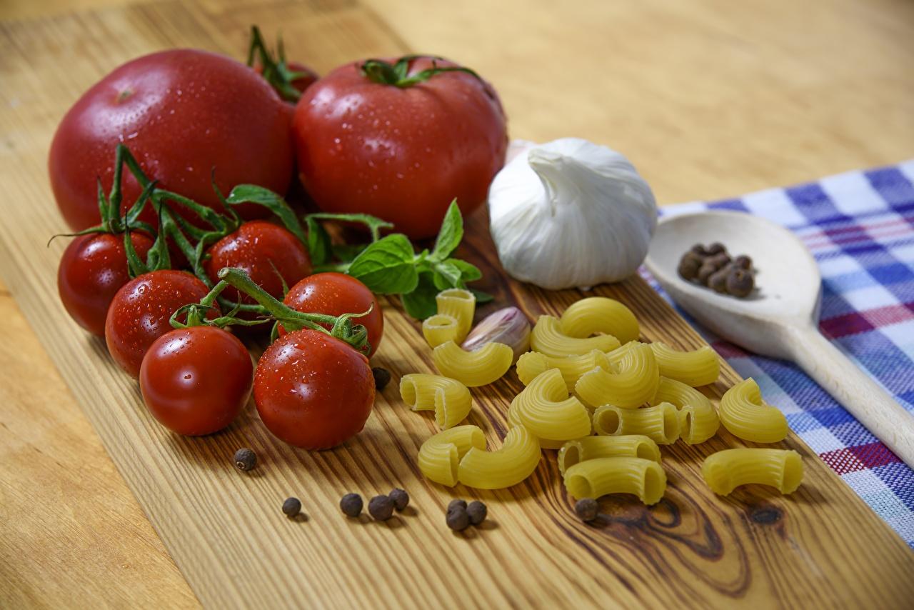 Bilder von Tomaten Makkaroni Schwarzer Pfeffer Knoblauch Lebensmittel Tomate das Essen