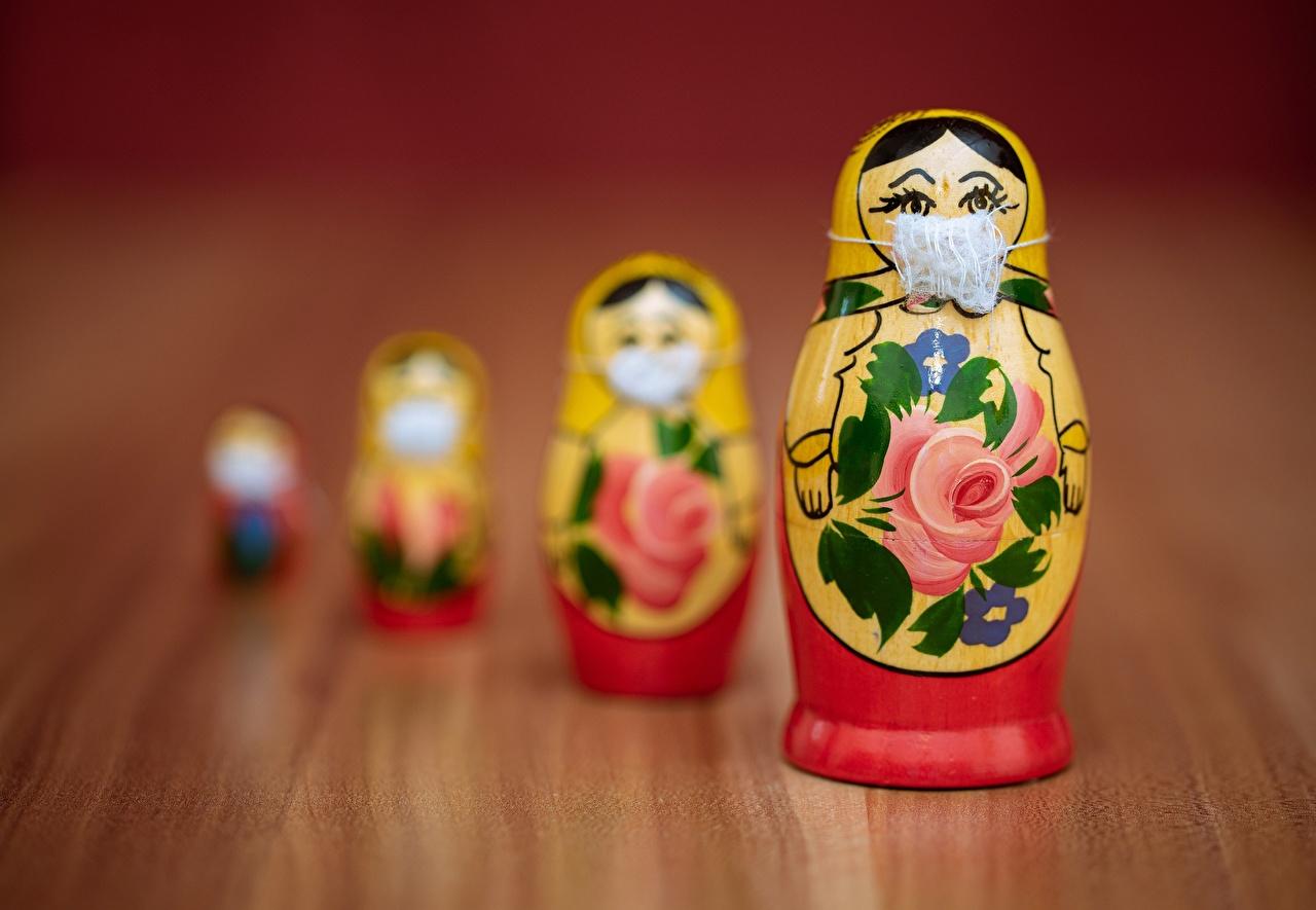 Foto Matroesjka Coronavirus Bokeh Creatieve masker Speelgoed onscherpe achtergrond creatief originele Maskers
