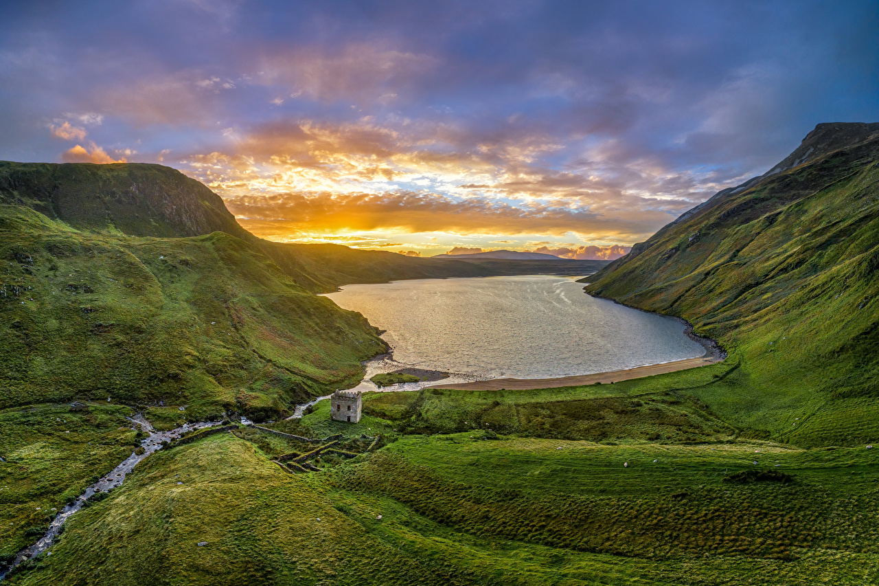 Fotos von Irland Altan Lake, Donegal Berg Natur See Morgendämmerung und Sonnenuntergang Gebäude Gebirge Sonnenaufgänge und Sonnenuntergänge Haus