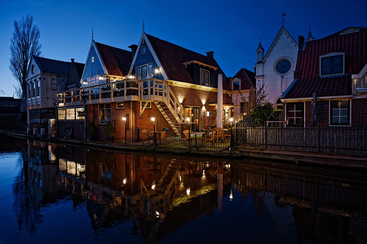 zdjęcia Holandia De Rijp Kanał wodny Płot w nocy Latarnia uliczna Domy miasto zagroda Noc Miasta budynki budynek