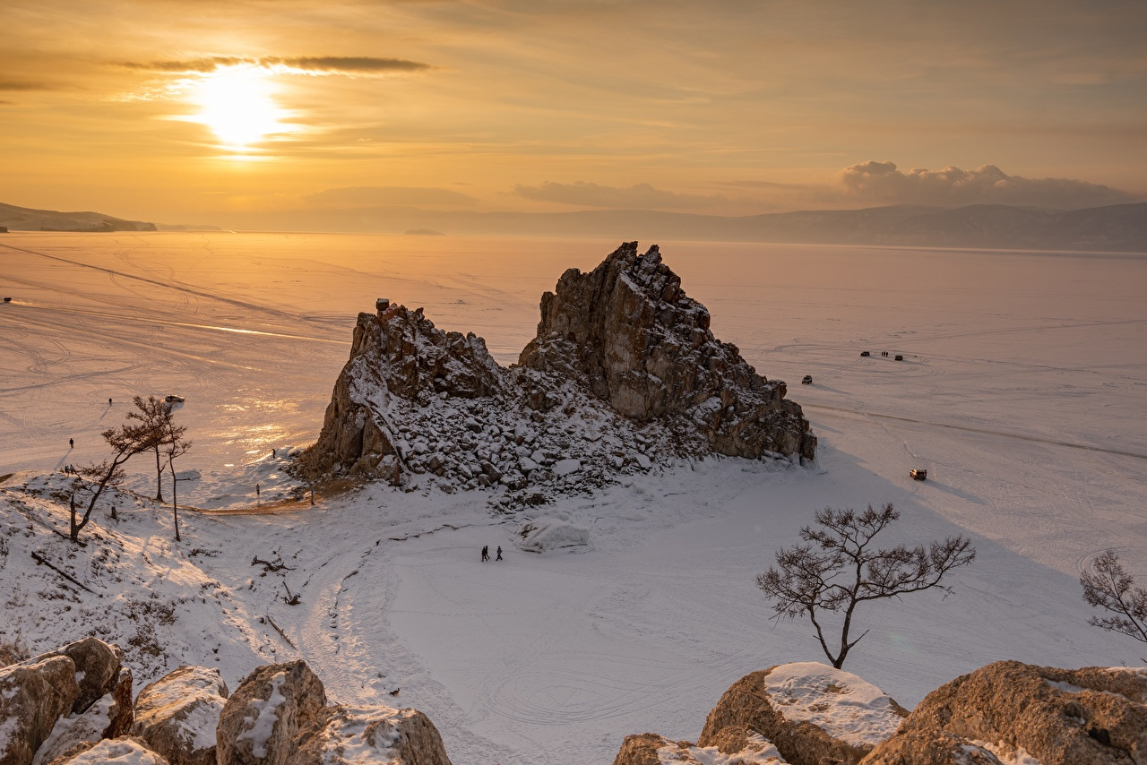 Desktop Wallpapers Russia lake Baikal Winter Nature Lake Snow Sunrises and sunsets Horizon sunrise and sunset