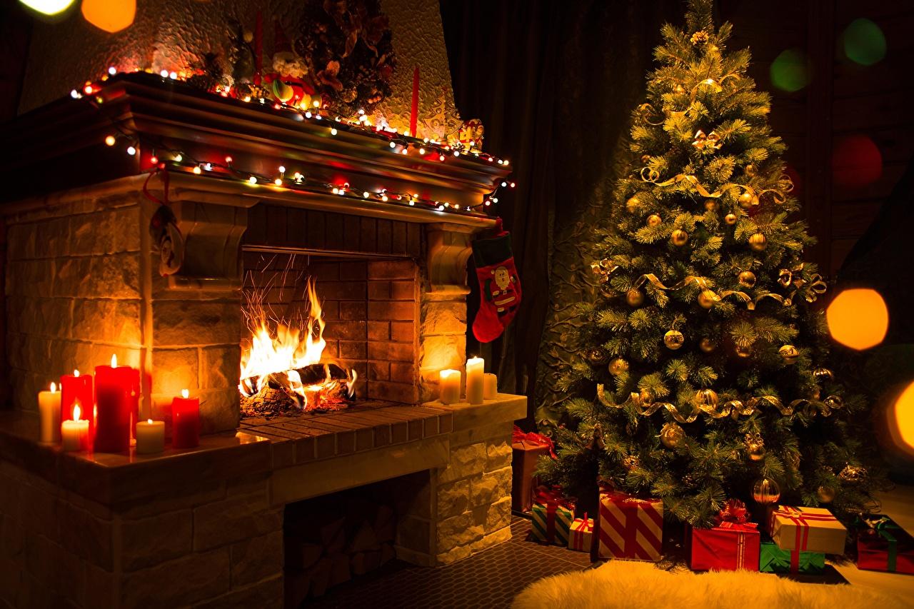 Tannenbaum Mit Kerzen.Hintergrundbilder Neujahr Tannenbaum Kamin Flamme Geschenke Kerzen