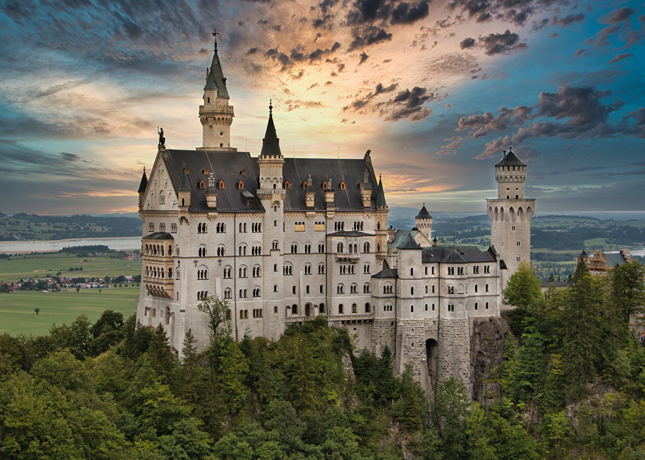 Фотографии Нойшванштайн Германия Замки Природа облако замок Облака облачно