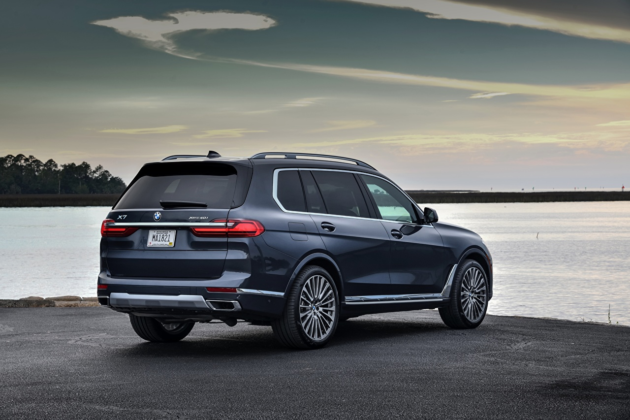 Photo BMW CUV X7, G07 auto Metallic Back view Crossover Cars automobile