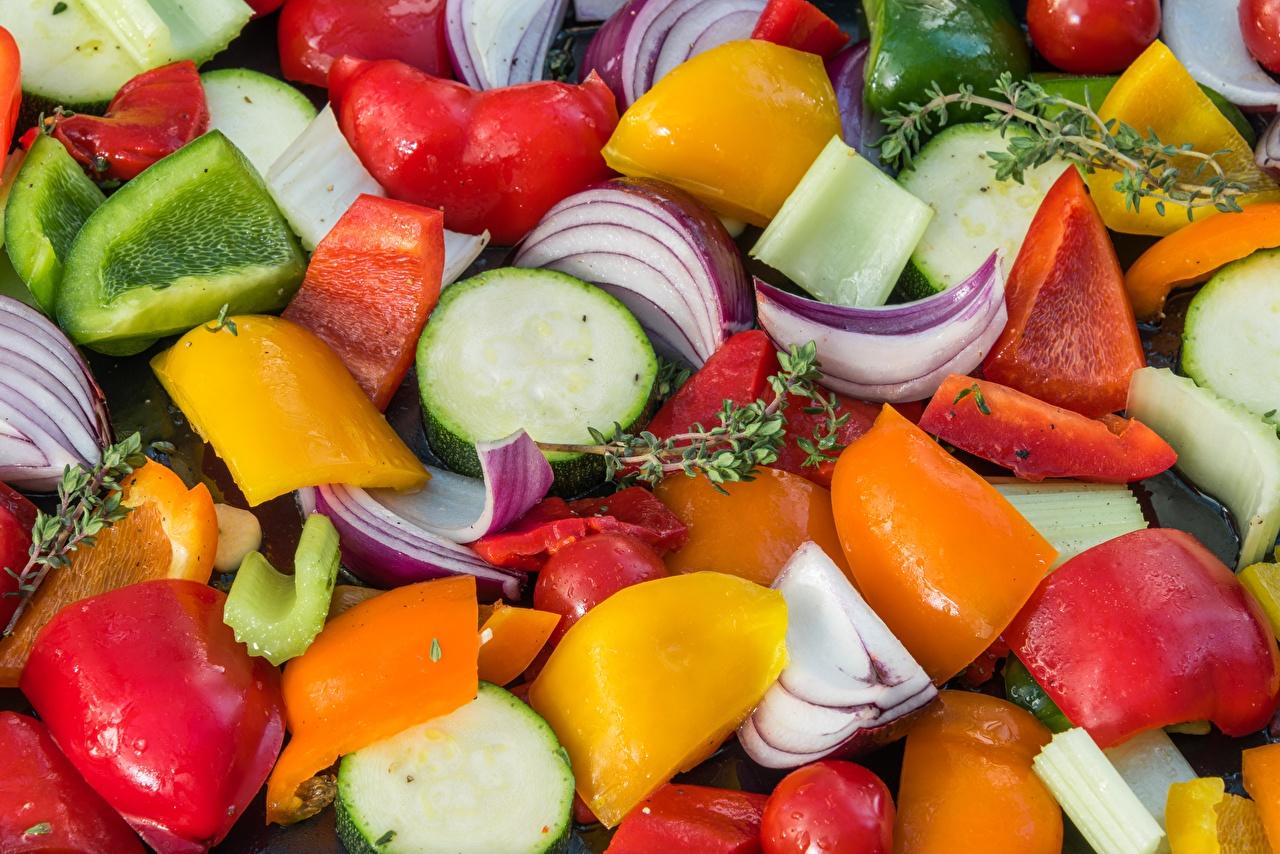Bilder Zwiebel Gemüse Paprika Geschnitten Lebensmittel Großansicht das Essen geschnittene geschnittenes hautnah Nahaufnahme