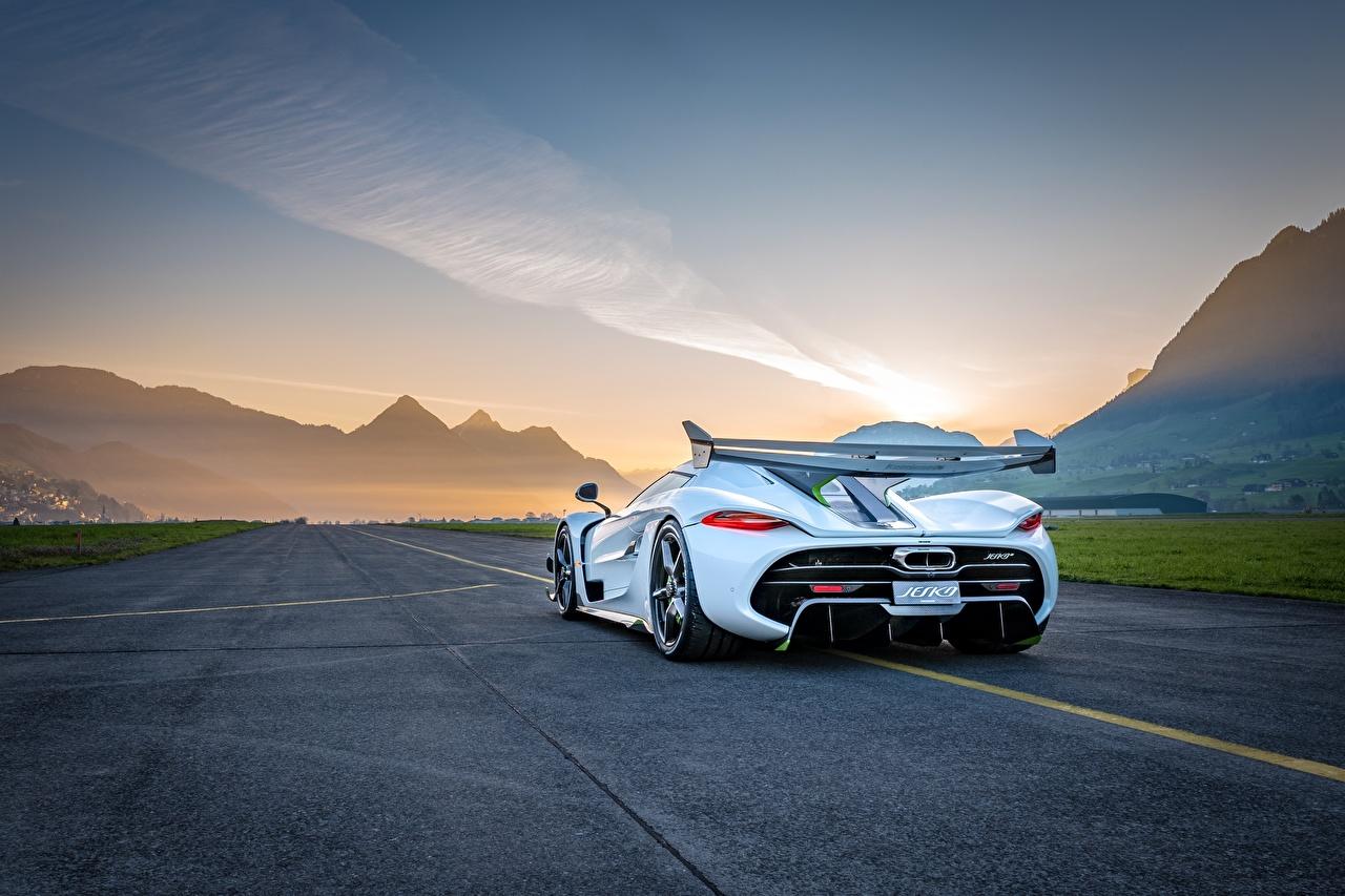 Tapety na pulpit Koenigsegg Jesko Biały Samochody Widok z tyłu samochód