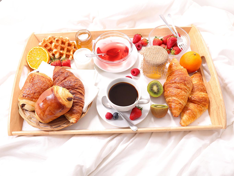 Bilder Kaffe Honning Frokost Croissant Boller Jordbær Mat Skje