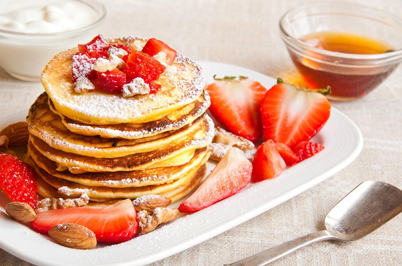 Photos hotcake Powdered sugar Strawberry Food Pancake