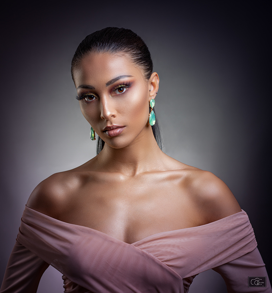 Foto Model Make Up junge Frauen Ohrring Starren Schminke Mädchens junge frau Blick