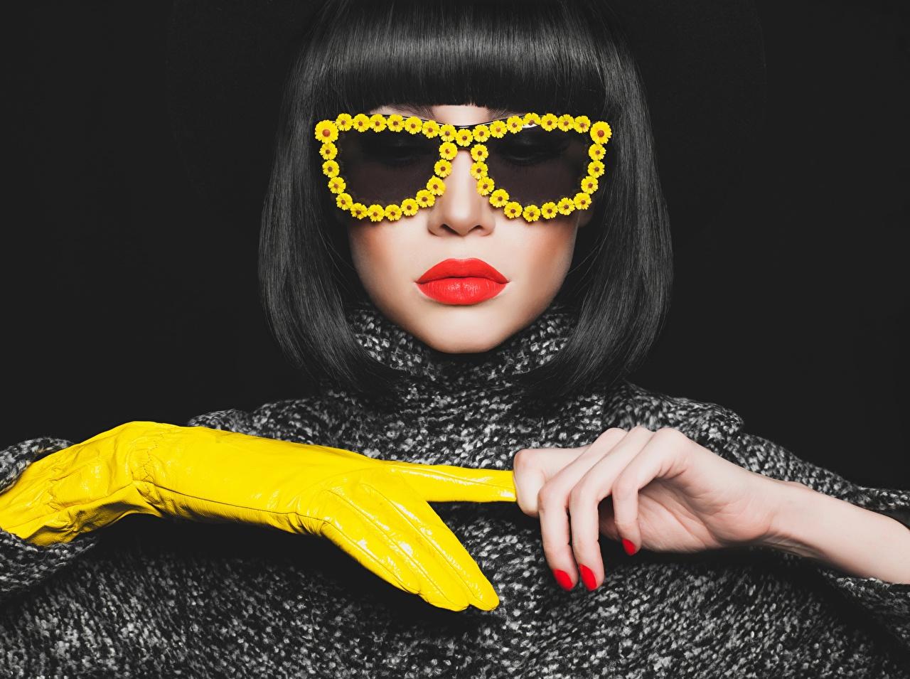 Foto Maniküre Handschuh Frisuren junge Frauen Hand Brille Rote Lippen Schwarzer Hintergrund Frisur Mädchens junge frau