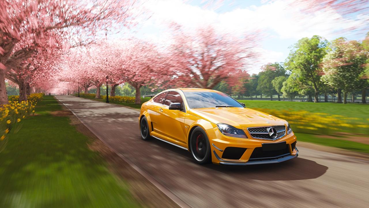 Mercedes-Benz_Forza_Horizon_4_AMG_2018_C63_Yellow_560467_1280x720.jpg