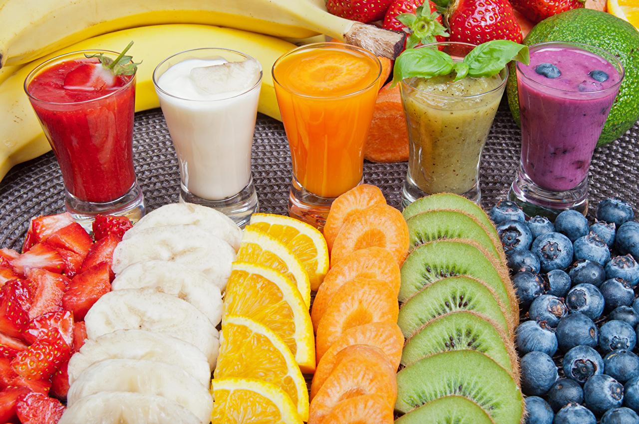 Hintergrundbilder Fruchtsaft Kiwi Trinkglas Heidelbeeren Obst Lebensmittel Zitrusfrüchte Getränke Saft Kiwifrucht Chinesische Stachelbeere