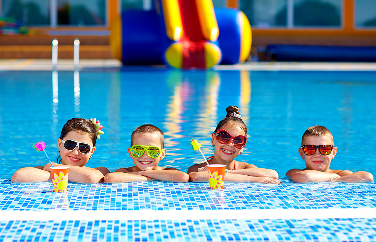 Picture Little girls Boys Pools Smile Children Glasses Swimming bath child eyeglasses