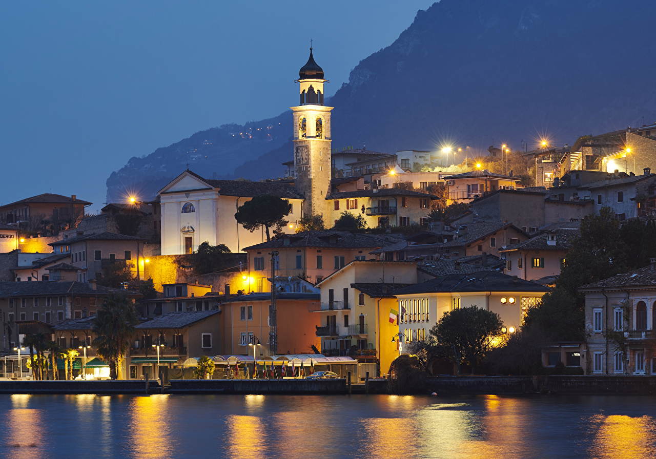 Pictures Italy Limone sul Garda Bay Night Temples Street lights Cities Building temple night time Houses