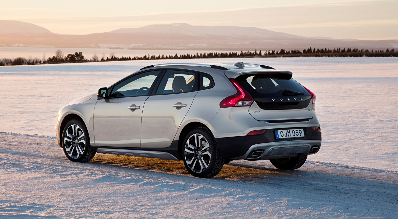 Desktop Wallpapers Volvo hatchback, V40 T5, AWD Cross Country, 2017 Silver color Snow Metallic automobile Cars auto
