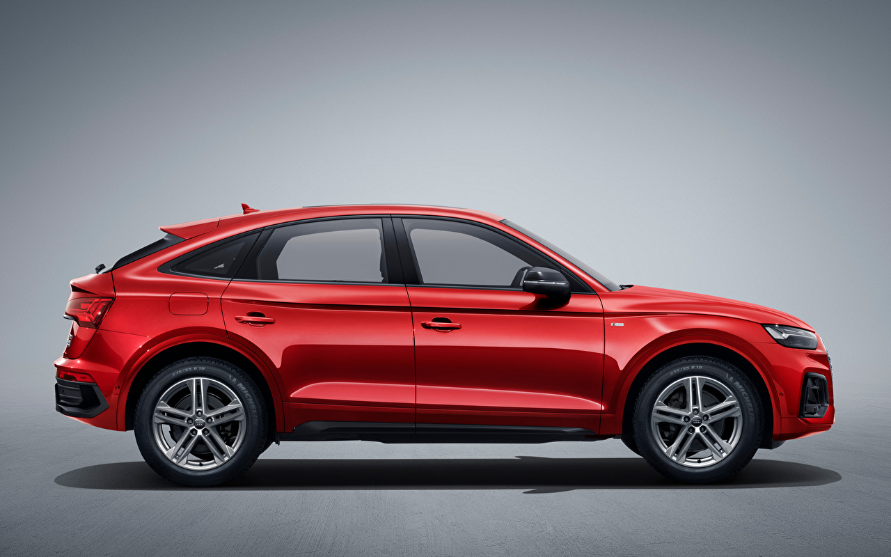 Photo Audi Crossover Q5L Sportback 45 TFSI quattro S line, China, 2020 Red Cars Side Metallic Gray background CUV auto automobile
