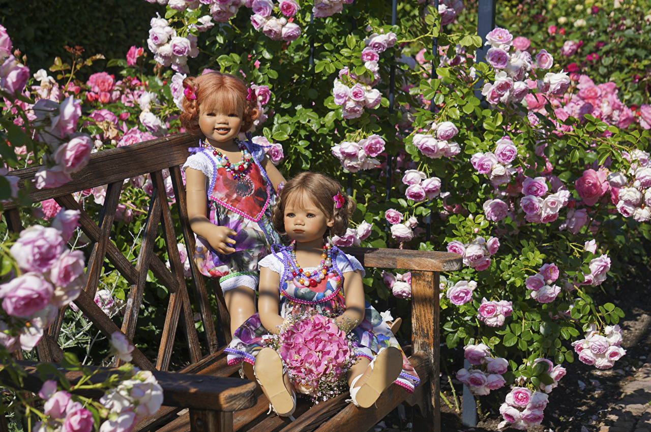 Pictures Little girls Germany Doll Grugapark Essen bouquet Two rose Nature park Hydrangea Bench Bouquets 2 Roses Parks