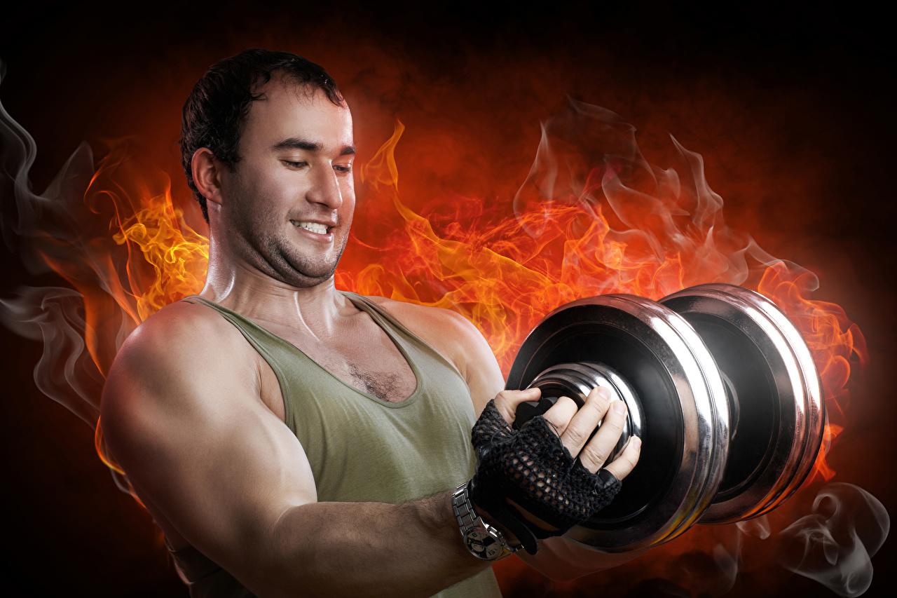 Bilder von Mann Muskeln Sport Hantel Feuer Hanteln sportliches Flamme