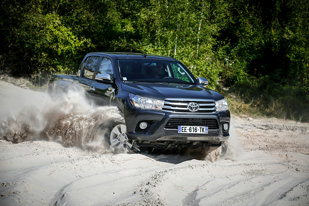 Photo Toyota 2015-16 Hilux 4x4 Double Cab Blue Motion auto Metallic moving riding driving at speed Cars automobile