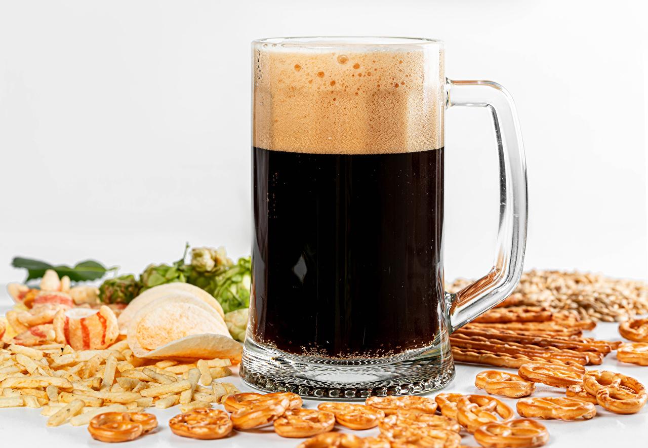 Images Beer Chips Mug Foam Food White background crisps