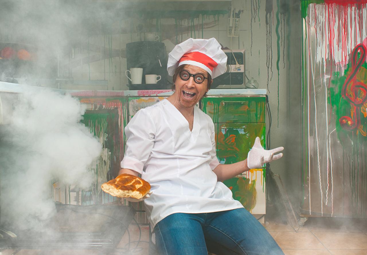 Hintergrundbilder Mann Freude mad Brot Rauch Brille Uniform Küchenchef Glücklich