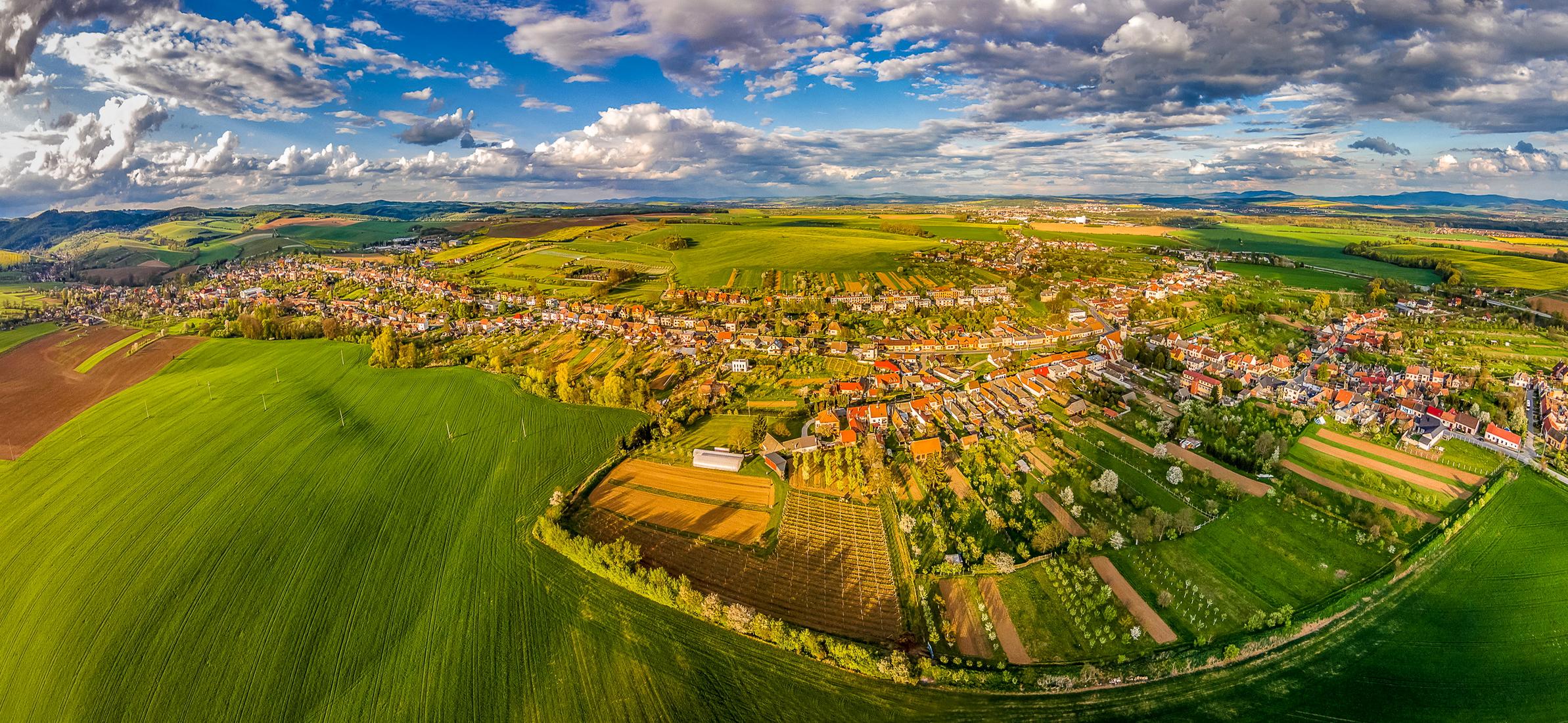 Обои поля, Облака, сверху, Zlechov, дома, чехия. Города foto 6