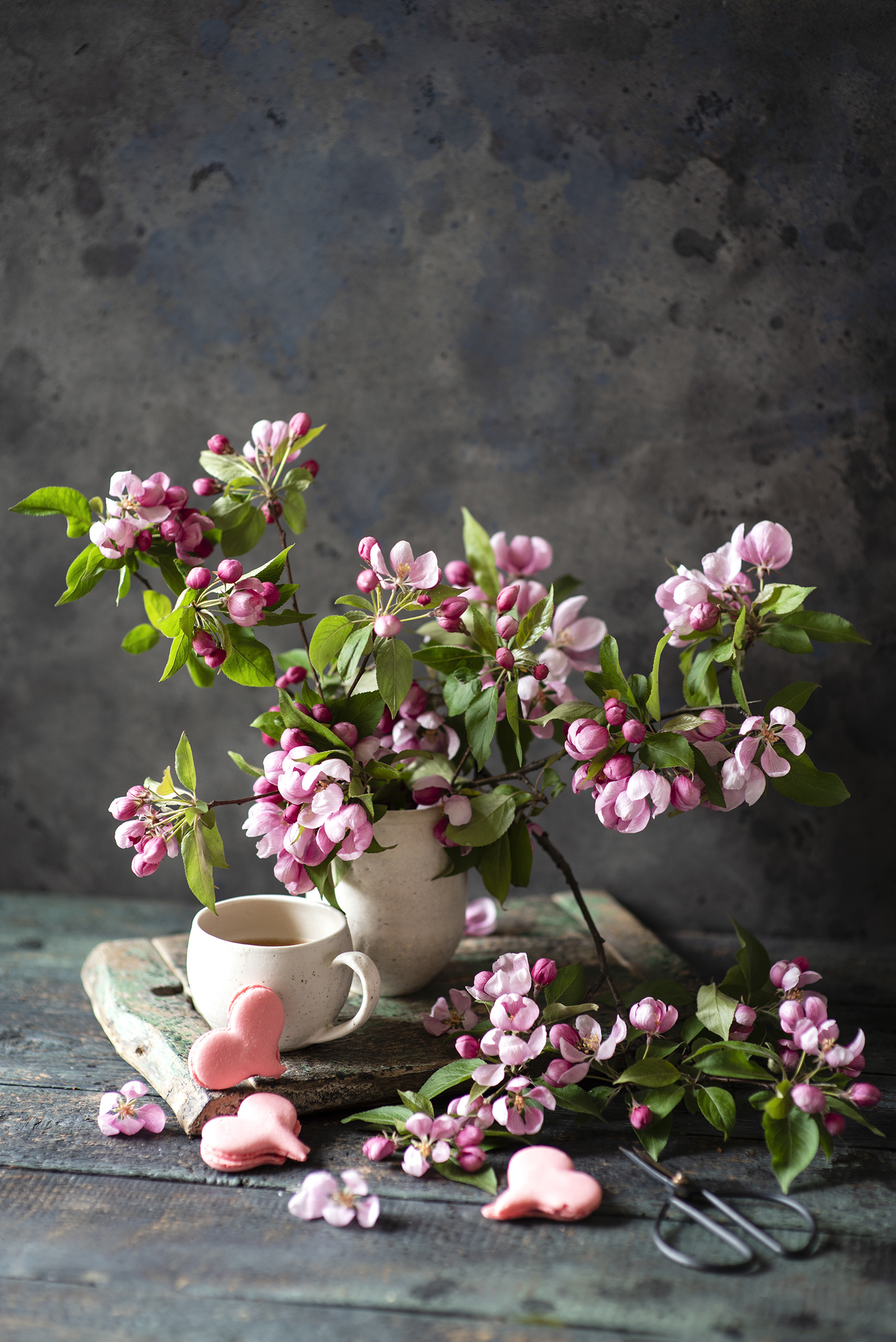 Fotos Herz Blüte Ast Kekse Tasse das Essen Stillleben Bretter Blühende Bäume  für Handy Blumen Lebensmittel
