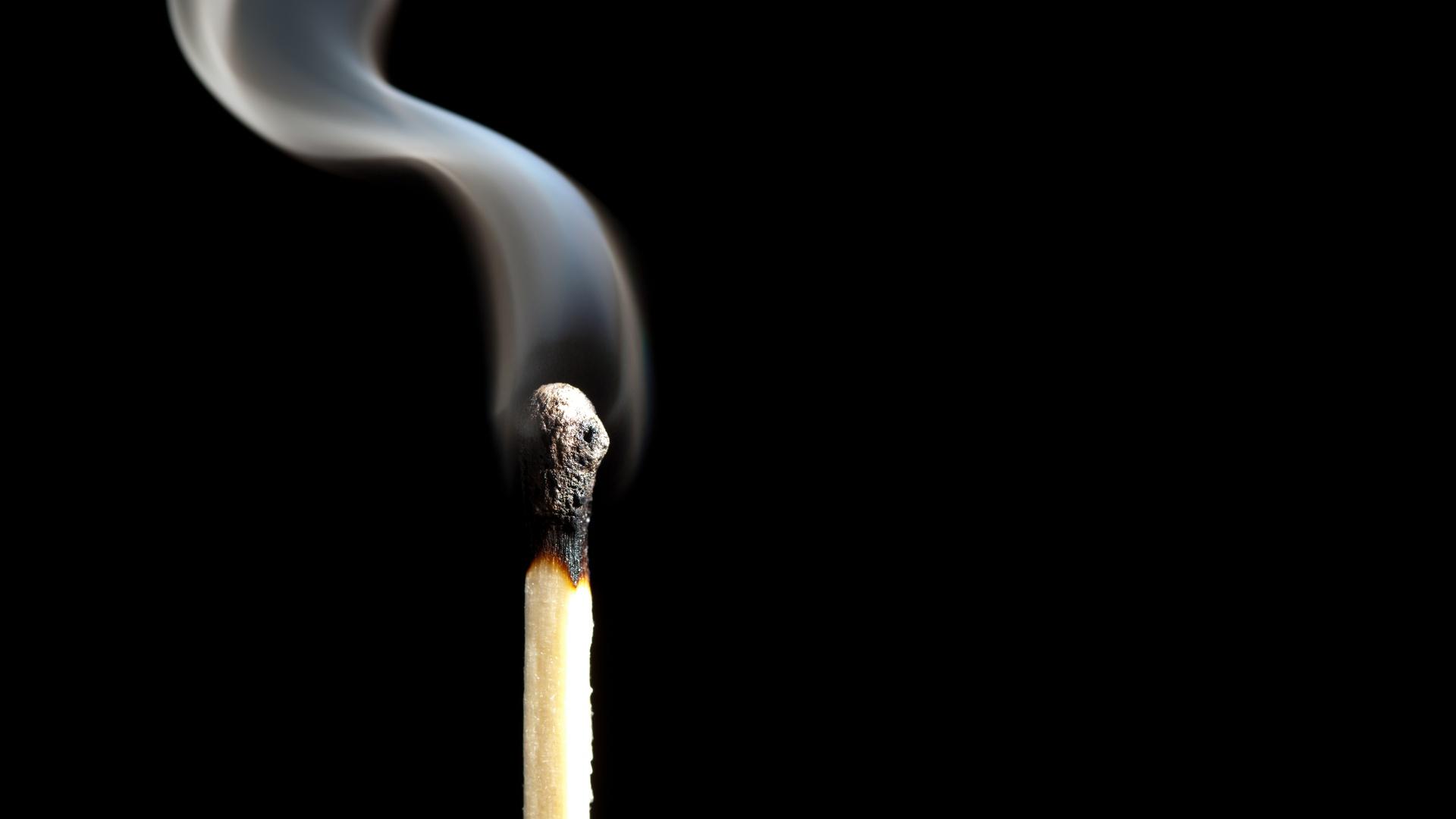 壁紙 マッチ クローズアップ 黒色背景 煙 ダウンロード 写真