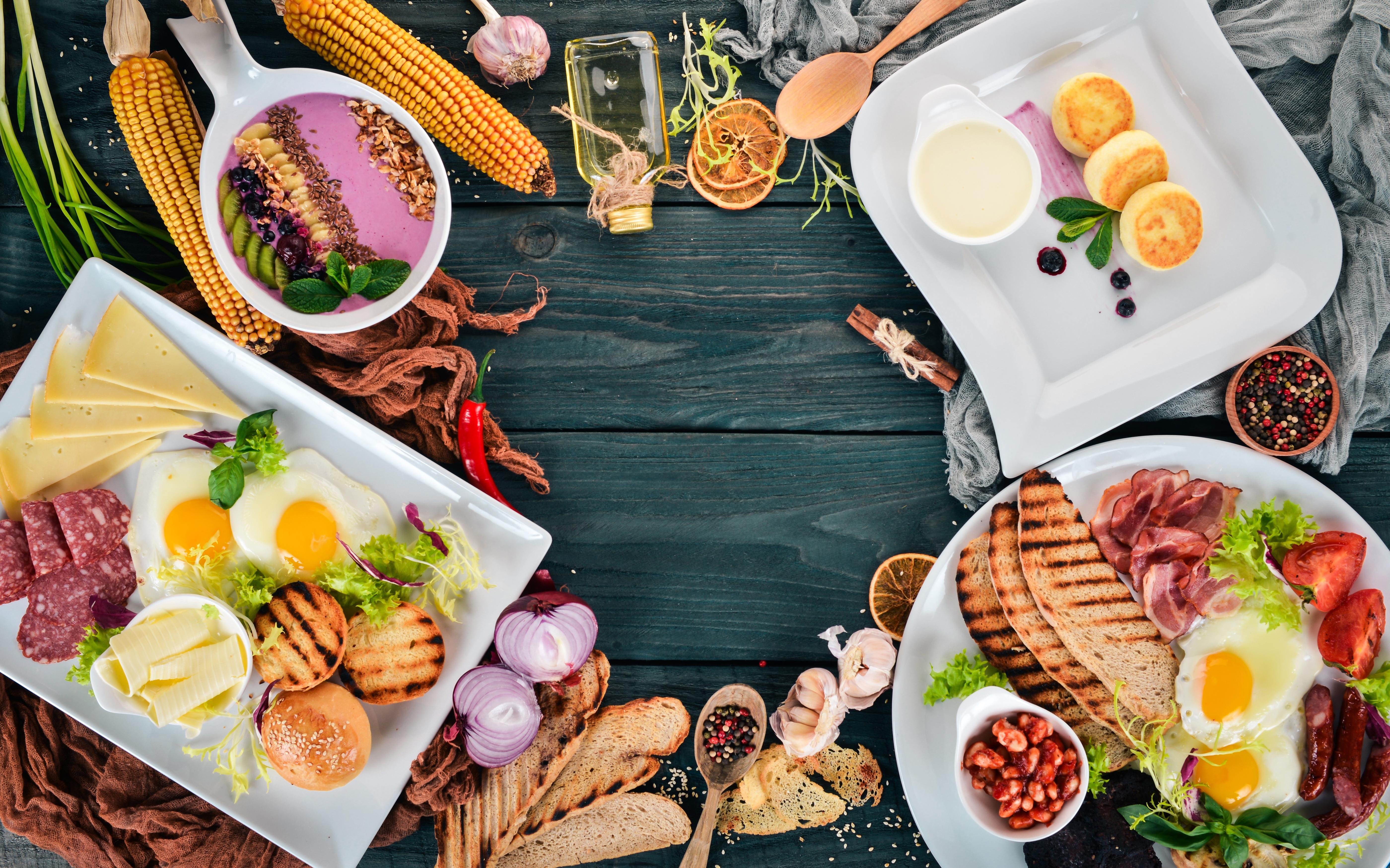 Bilder von Spiegelei Wurst Zwiebel Kukuruz Eierkuchen Frühstück Schwarzer Pfeffer Brot Käse Knoblauch Gemüse Geschnitten Lebensmittel Fleischwaren Bretter 5600x3500