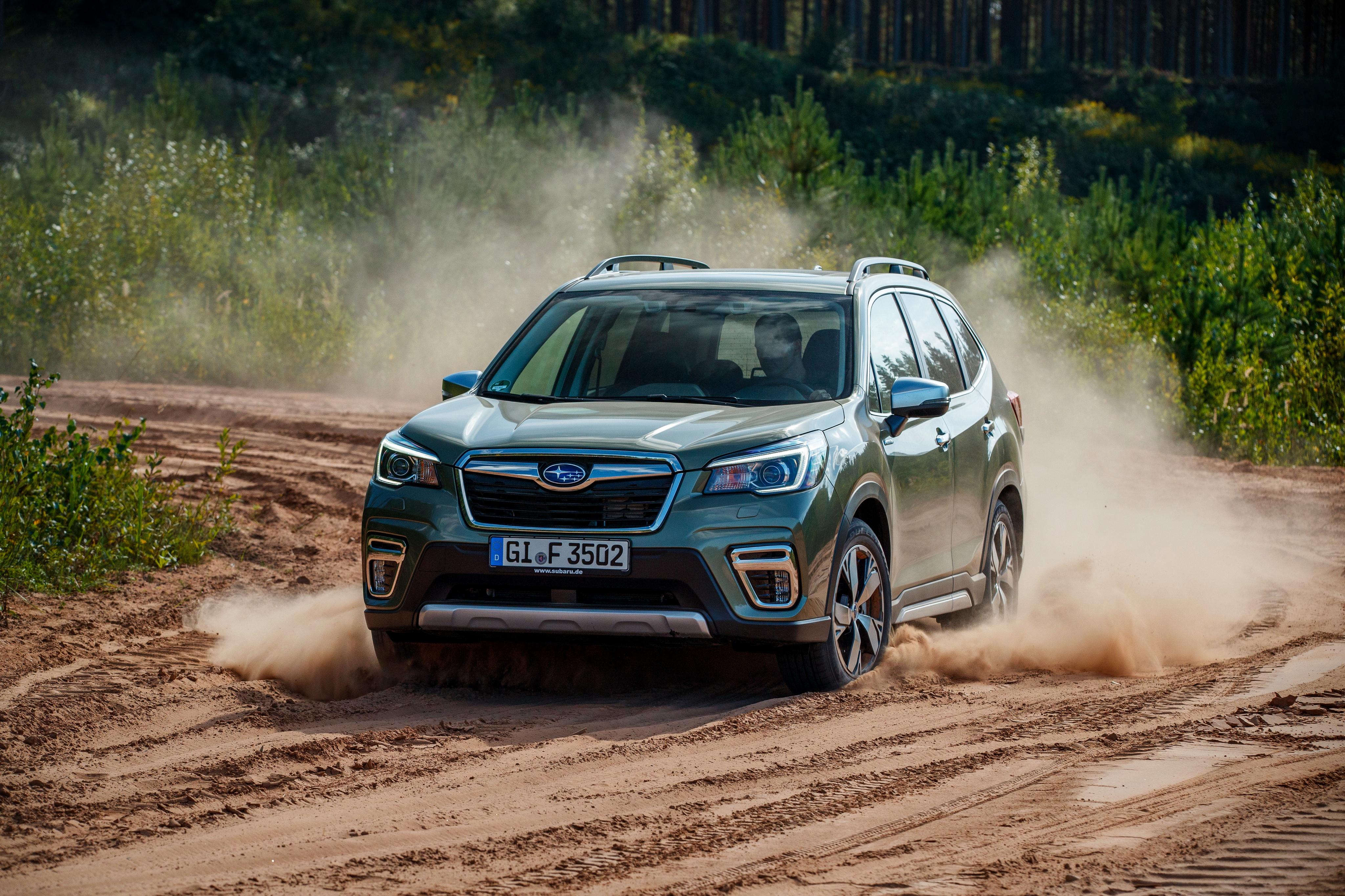 4096x2730 Subaru Forester, 2019 Movimento carro, automóvel, automóveis, velocidade Carros