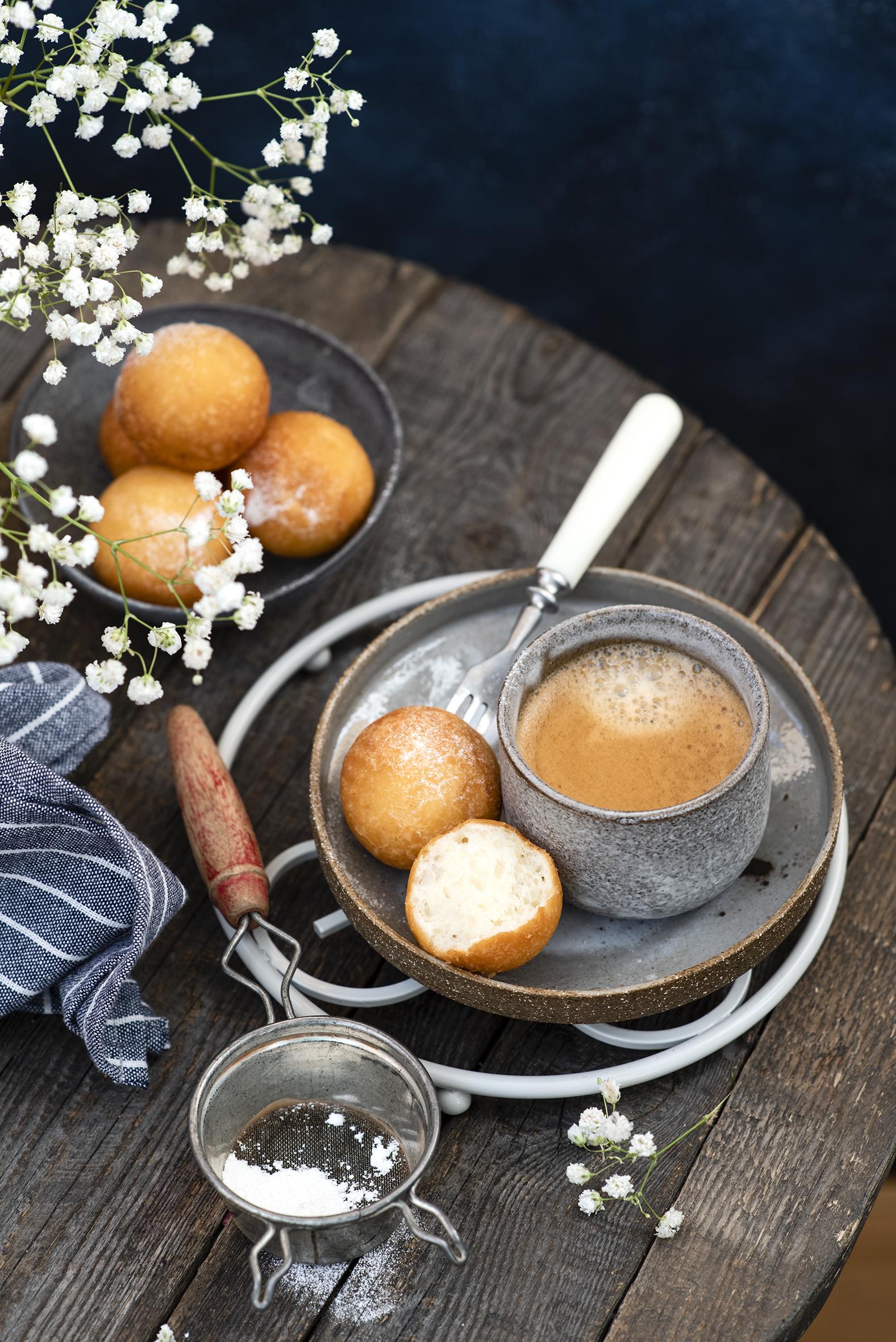 Fotos von Kaffee Cappuccino Becher Lebensmittel Backware  für Handy das Essen