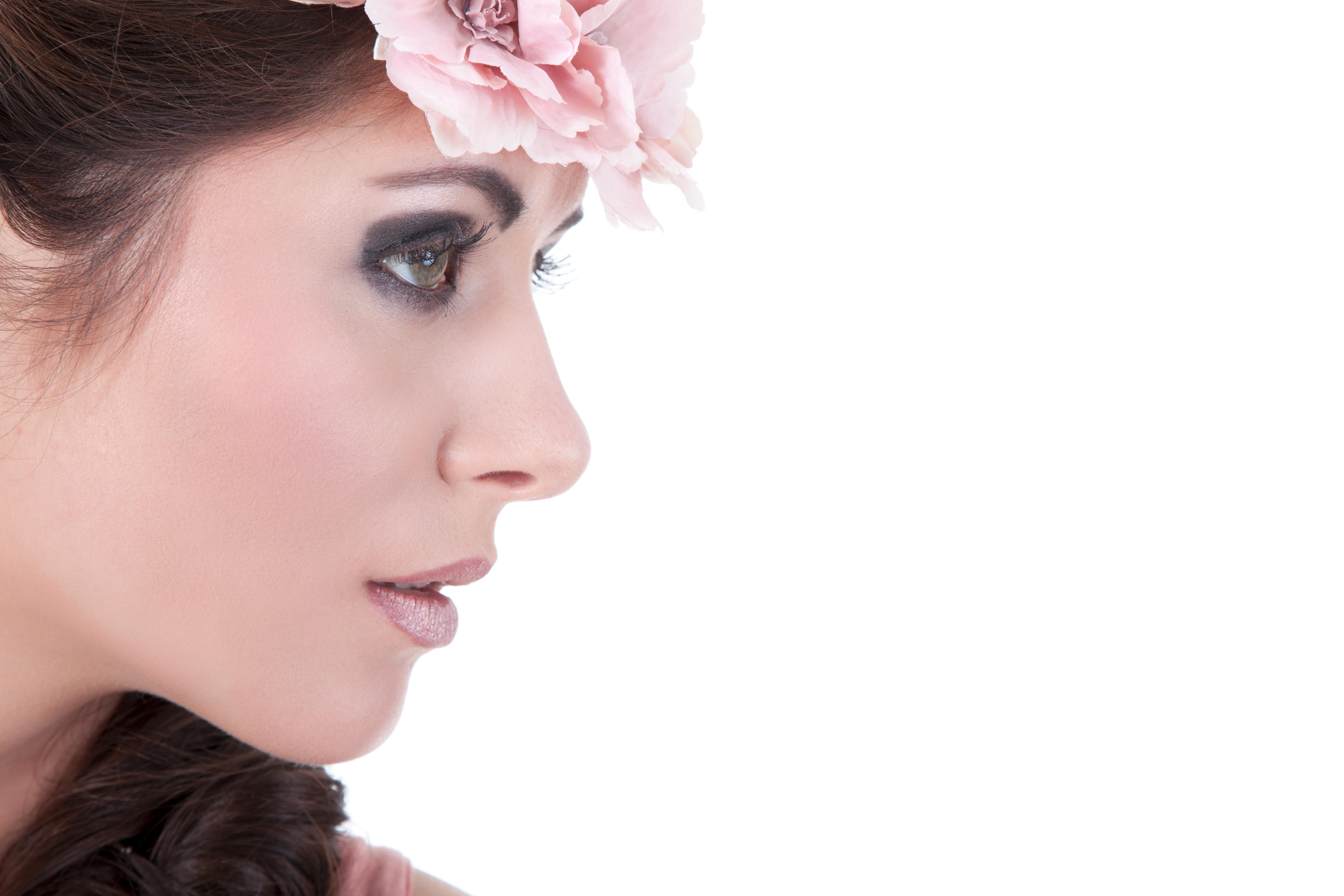 Fotos von Model Schminke Kranz Gesicht junge Frauen Weißer hintergrund 5616x3744 Make Up Mädchens junge frau