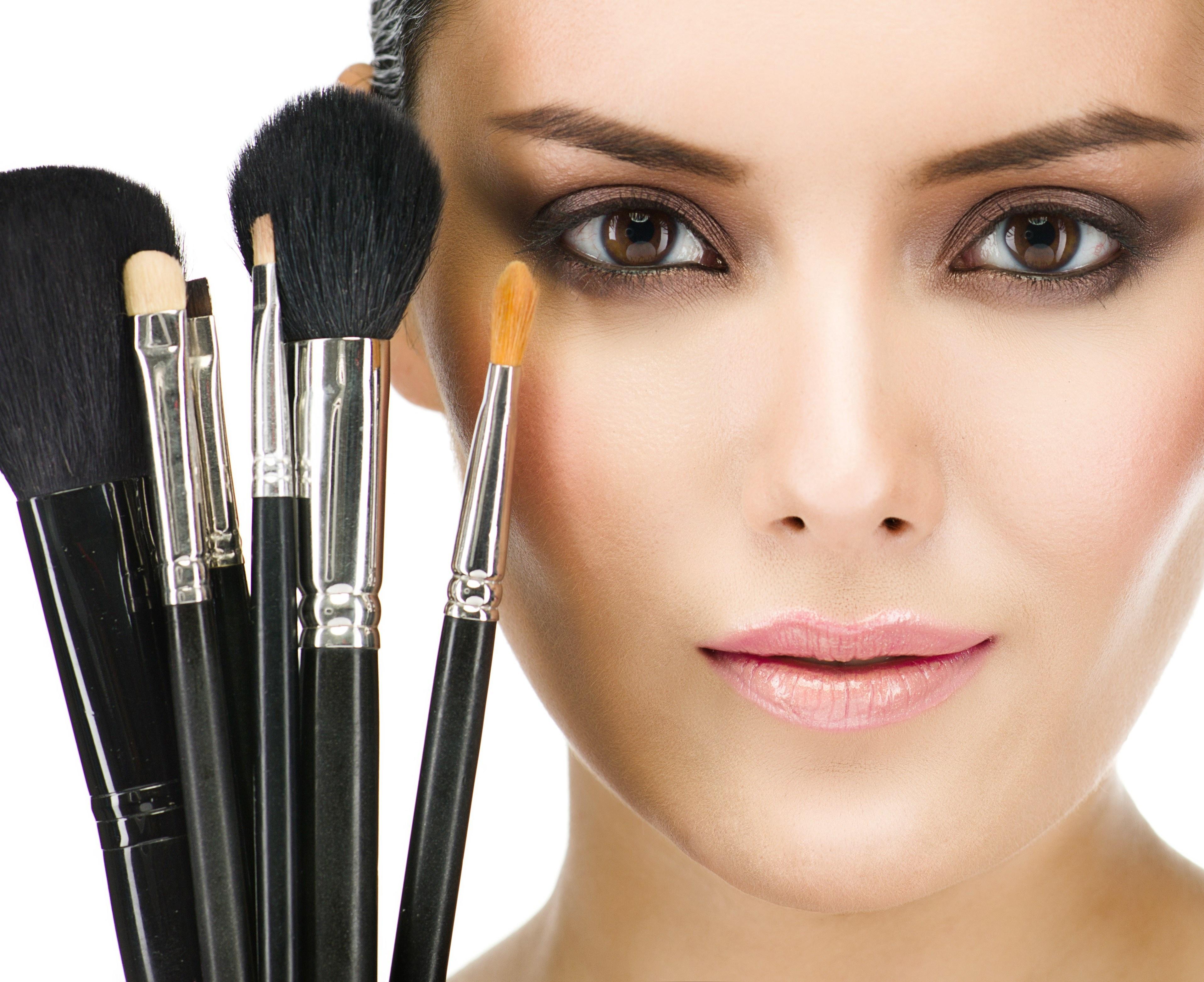 Fotos von Model Make Up Gesicht junge frau Pinsel Blick 3828x3123 Schminke Mädchens junge Frauen Starren