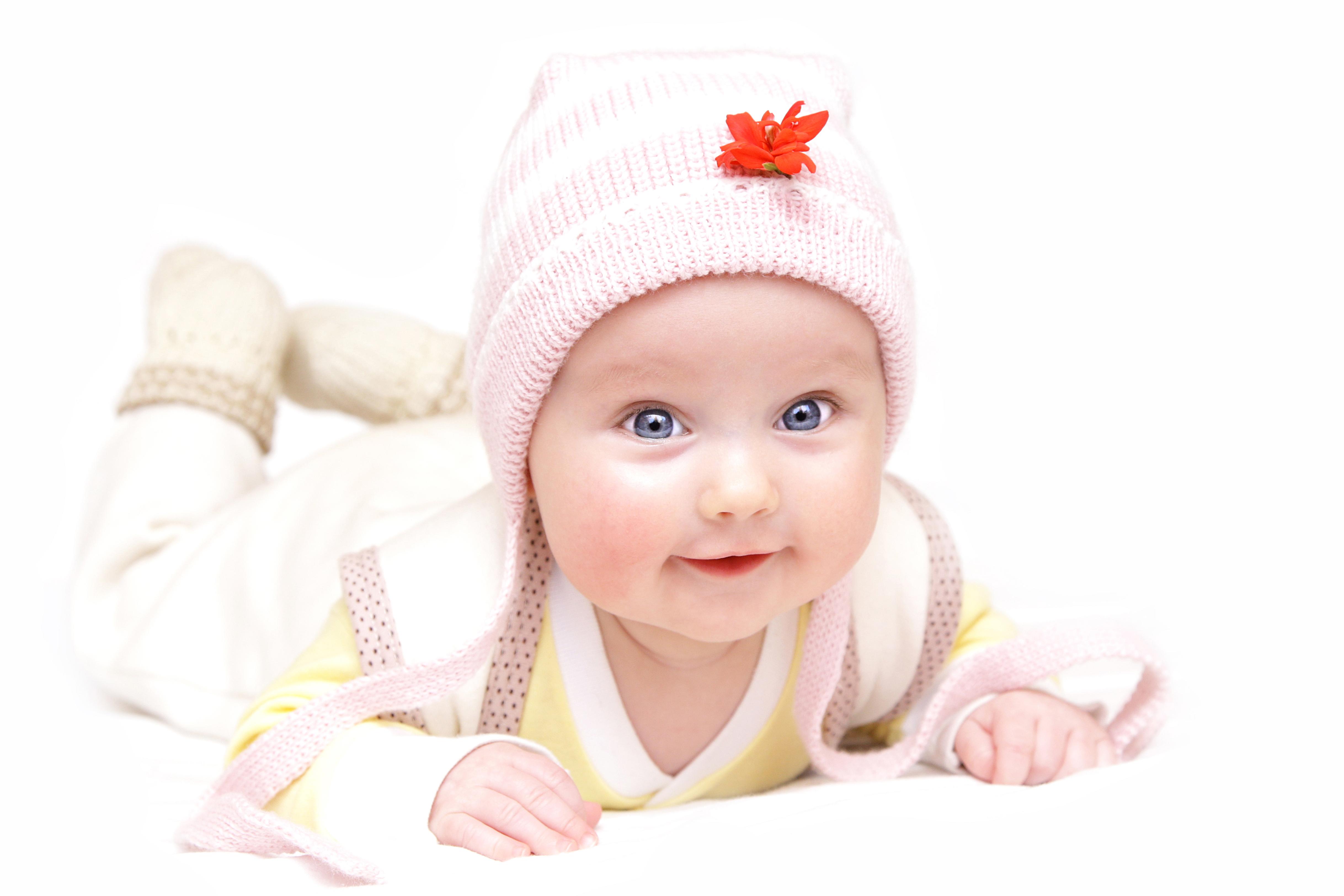 壁紙 4872x3248 白背景 赤ちゃん 暖かい帽子 凝視 可愛い 子供