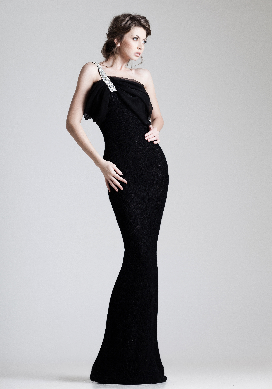 Foto Braune Haare Mädchens Grauer Hintergrund Kleid Braunhaarige