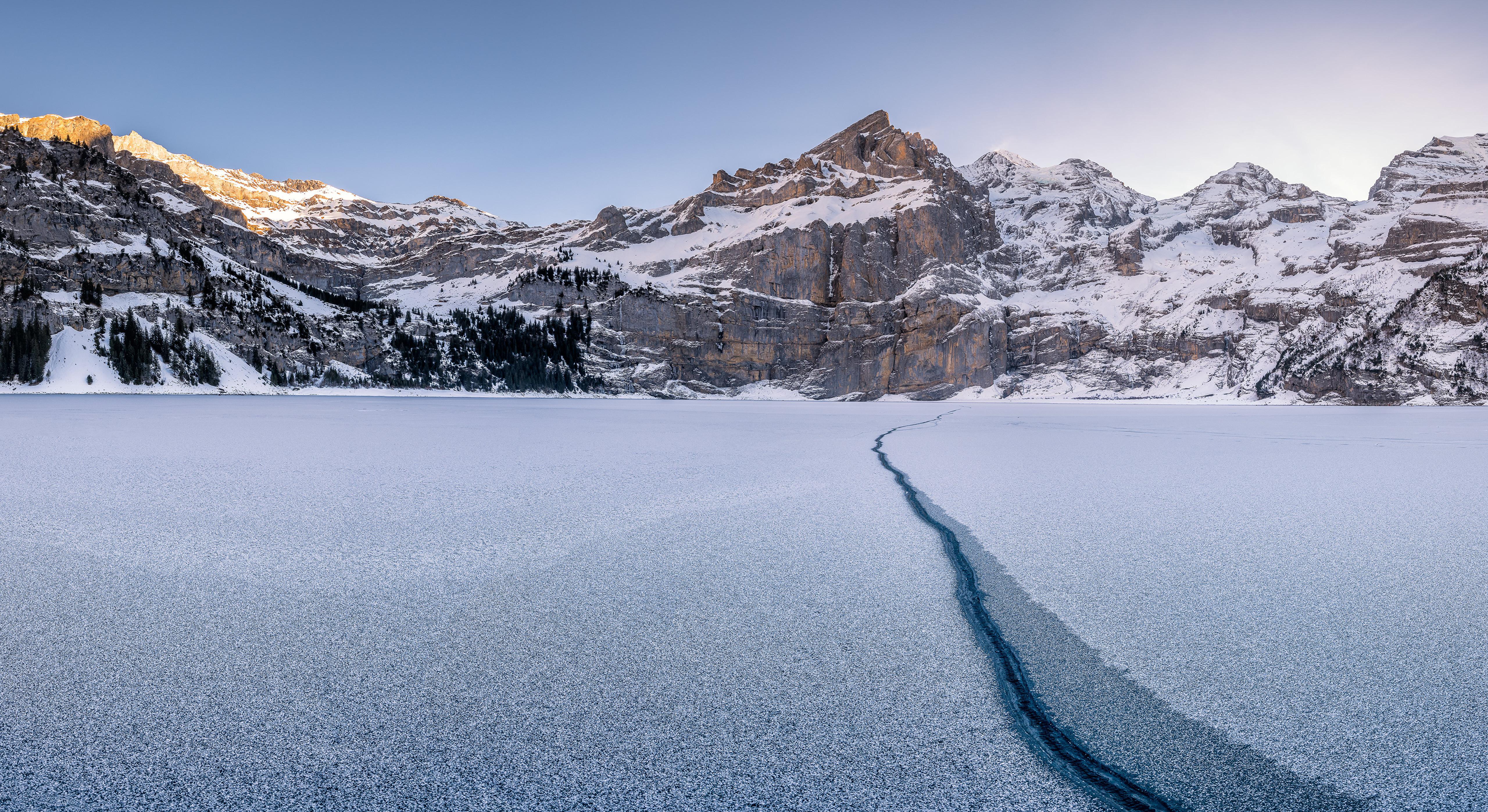 Обои для рабочего стола альп Швейцария Oeschinensee Горы Зима Природа Утро Озеро 5120x2796 Альпы гора зимние