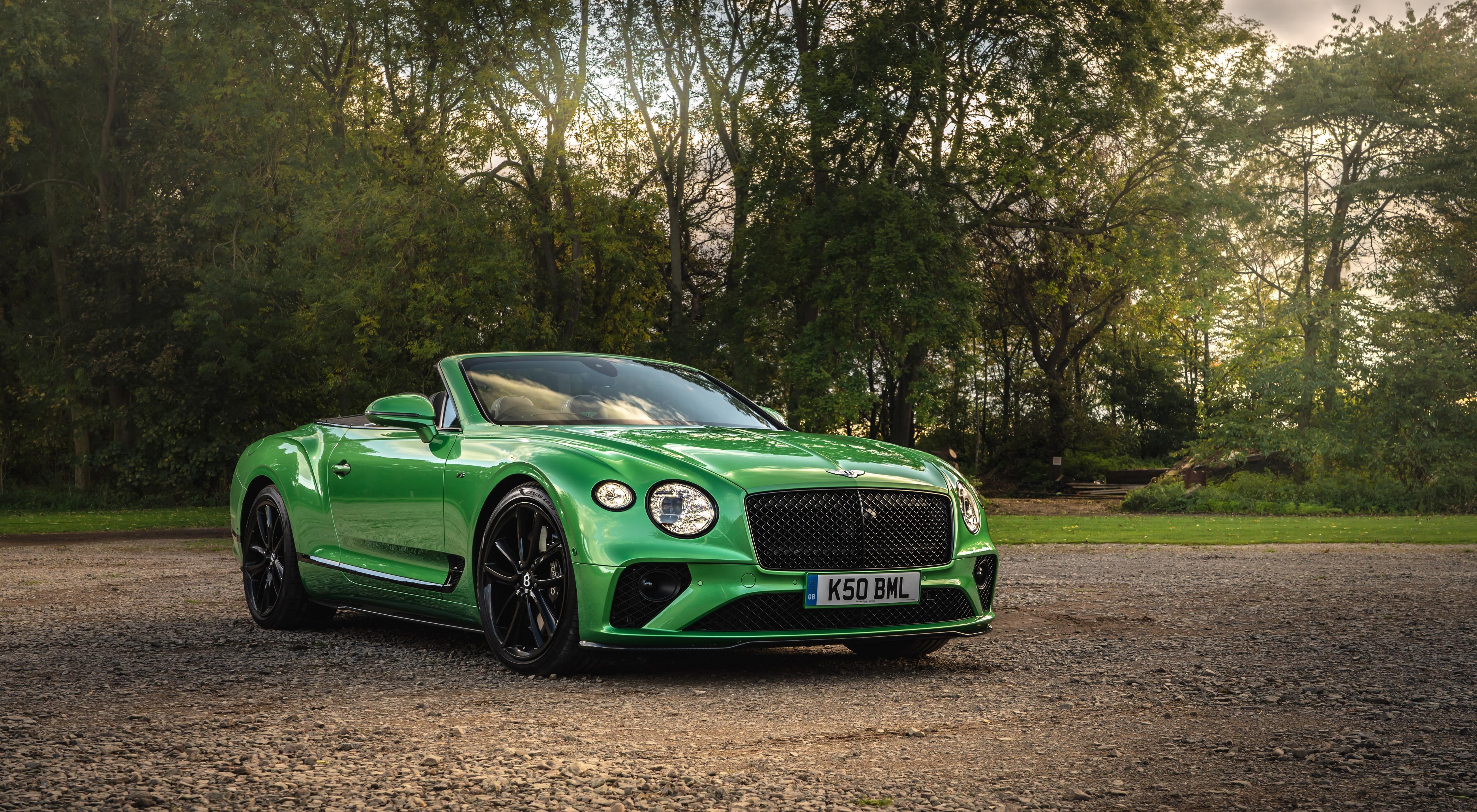 Bilder von Bentley Continental GT V8, Convertible (Apple Green), UK-spec, 2020 Cabriolet Grün auto Vorne 5120x2815 Cabrio Autos automobil