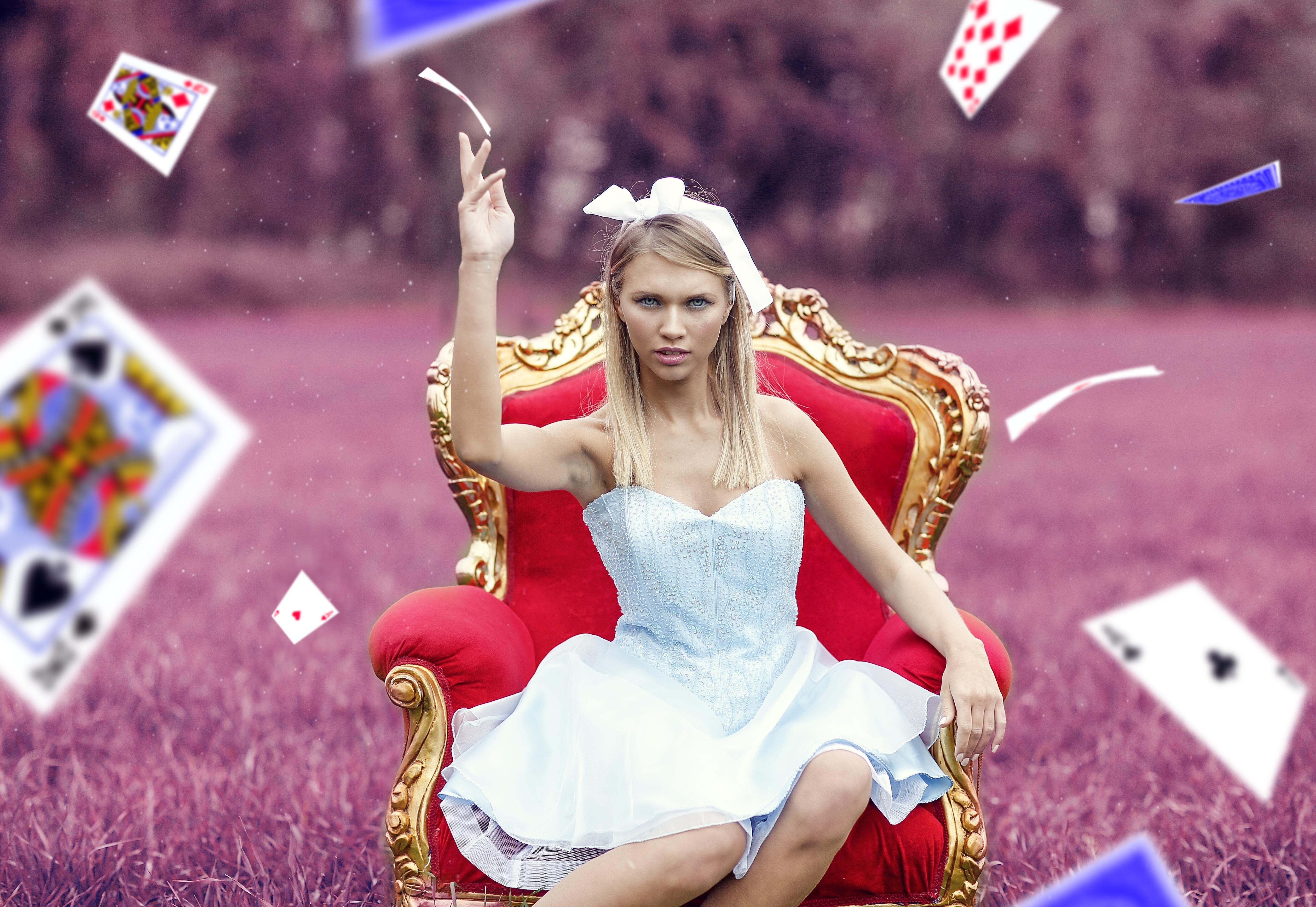 скачать играть в карты девушки