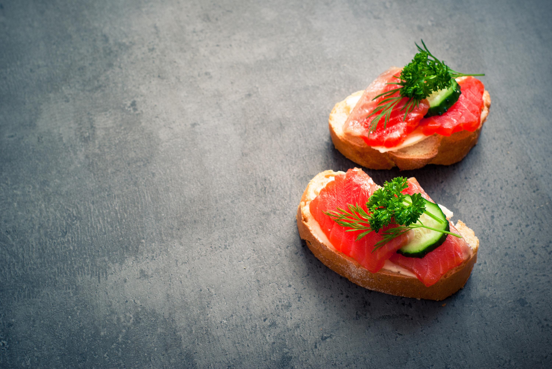 Fotos Zwei Brot Butterbrot Fische - Lebensmittel Gemüse das Essen 2 Lebensmittel