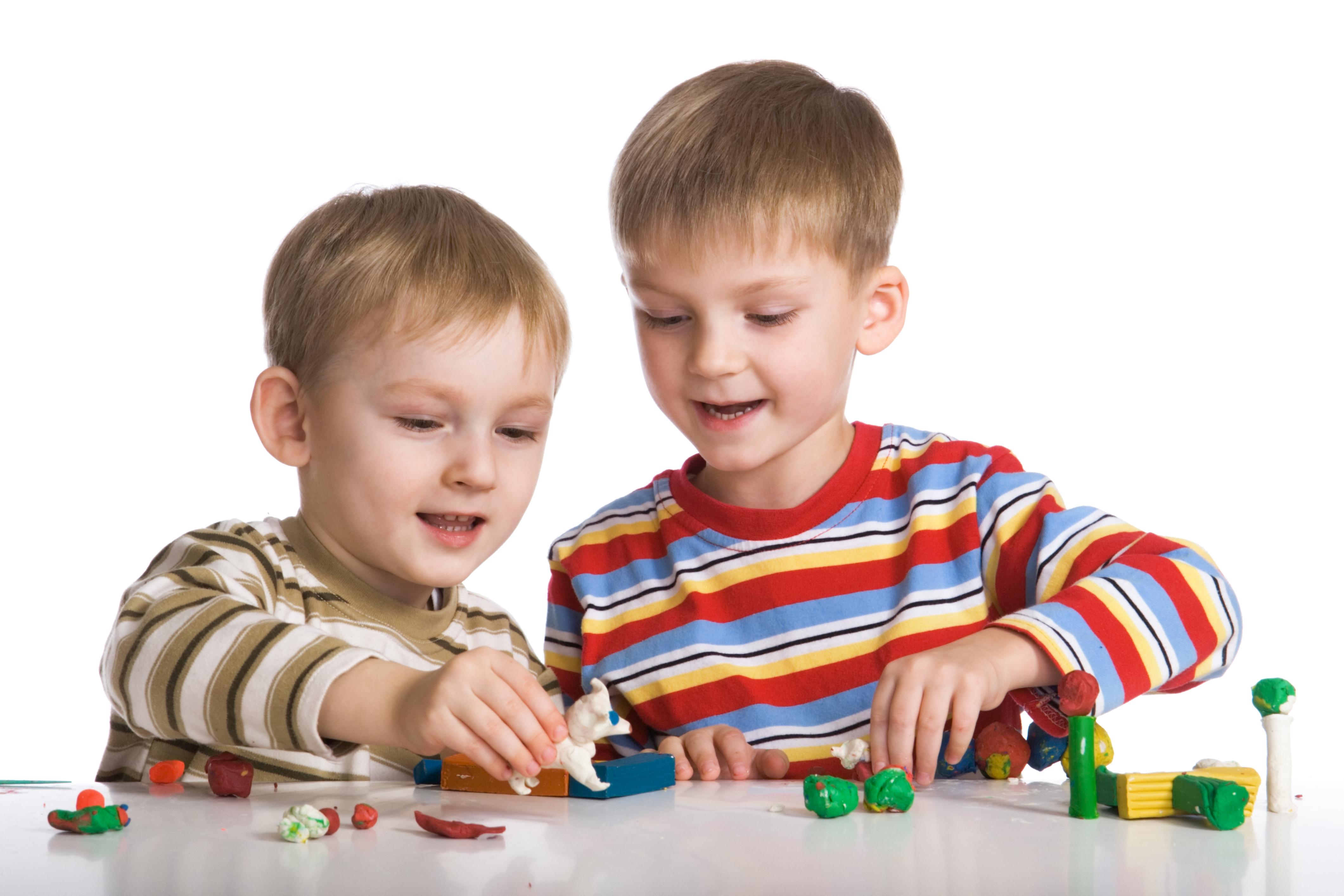 Hintergrundbilder Kinder Junge Spielt Zwei Hand Spielzeuge 4242x2828 jungen spielen 2
