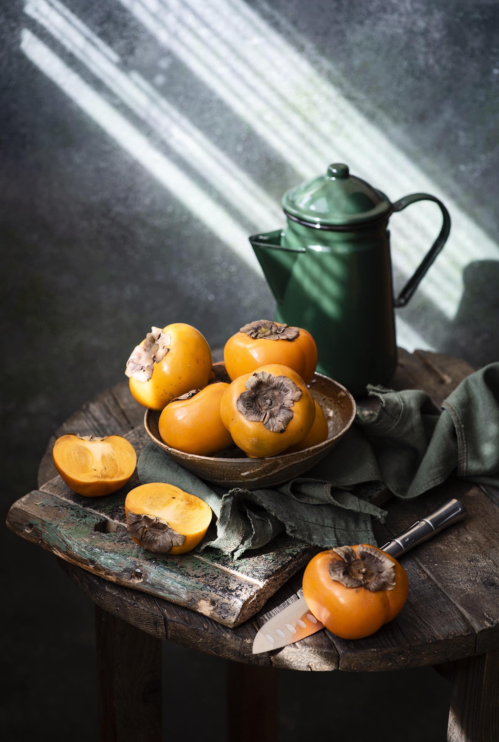 Foto kaki kannor Mat Träplankor  till Mobilen Persimon frukt Med kanna